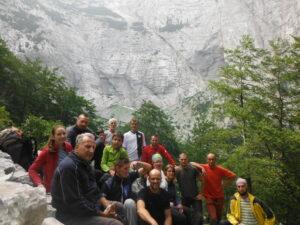 Dio učesnika alpinističkog logora pod stijenom Izgorjele grude