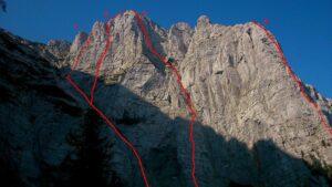 Sjeverna stijena Izgorjele grude sa ucrtanim smjerovima koji su penjani tokom logora (1. Svilanitova, 2.Dijagonalni, 3.Bosanski, 4.Stup)